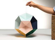 Origami lampshade instructions and great examples- Origami Lampenschirm Anleitung und tolle Beispiele Origami lampshade instructions and great examples - Diy Origami, Origami Lampshade, Origami Paper Art, Diy Paper, Paper Crafting, Origami Templates, Box Templates, Origami Mobile, Origami Boxes