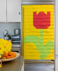 post-it note tulip fridge - ok, just saw this idea on Nate Berkus show today 4/2/12...they do the same idea as a backdrop to a dessert table and even use post its for a table runner...super cute idea!