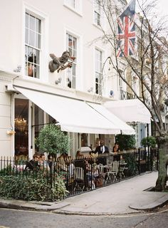 London Guide to Notting Hill Oh The Places You'll Go, Places To Visit, Notting Hill London, Voyage Europe, Bristol, Things To Do In London, London Travel, The Neighbourhood, Beautiful Places