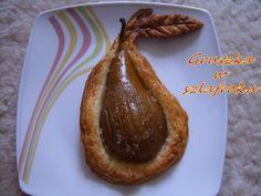 Pyszna, pieczona gruszka w szlafroku z ciasta francuskiego. Spróbuj!