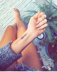 wrist tattoo Unique small words tattoo quote tattoo ideas tiny words tattoo meaningful quotes tattoo ideas inspirational words tattoo ideas for woman The post 68 Small Meaningful Words And Quotes Tattoo Ideas To Look Unique appeared first on Best Tattoos. Unalome Tattoo, Simbolos Tattoo, Form Tattoo, Wörter Tattoos, Tattoo Style, Shape Tattoo, Love Tattoos, Beautiful Tattoos, Tatoos
