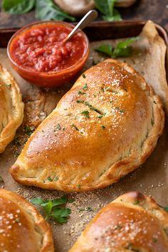Calzone Recipe Ricotta, Italian Dishes, Italian Recipes, Empanadas, Ooey Gooey Recipe, Homemade Calzone, Beer Recipes, Calzone Dough, Gastronomia