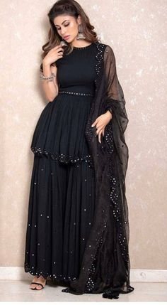Indian gowns dresses - Bollywood Black Pakistani sharara set with beautiful net dupatta – Indian gowns dresses Designer Party Wear Dresses, Kurti Designs Party Wear, Indian Designer Outfits, Sharara Designs, Pakistani Dress Design, Pakistani Outfits, Pakistani Sharara, Sharara Suit, Pakistani Party Wear