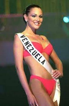Miss Venezuela Eva Ekvall en su presentacion en Traje de Baño en el Miss Universe 2001...