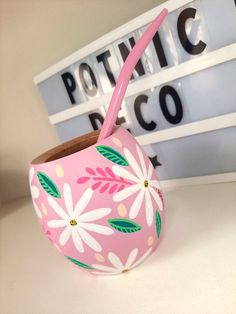Painted Plant Pots, Painted Flower Pots, Bottle Painting, Bottle Art, Mason Jar Crafts, Bottle Crafts, Flower Pot Design, Decorated Flower Pots, Pottery Painting Designs
