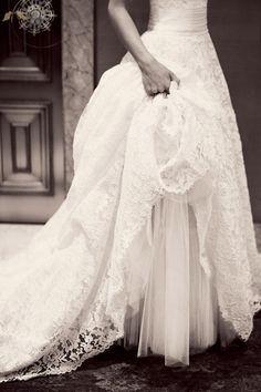 03 brautkleid mit spitze prinzessin luxus lange schleppe luxurioes wunderschoen Brautkleider mit Spitze! – Klassisch, elegant und immer modern