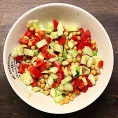 Bei mir gibt es jetzt noch einen schnellen Salat mit Kichererbsen bevor es an den Schreibtisch geht  . Besuch mich auf: http://ift.tt/Q3PGqs  Snapchat: Vegception  http://ift.tt/1qr9dQO  für mehr Motivation und Tipps!  #veganfitness #veganbodybuilding #veganprotein #bodybuilding #naturalbodybuilding #vegan #veganism #diet #nutrition #highcarb #cleanfood #motivation #vegansofig #govegan #vegception #wir2punkt0 #fitspo #veganfood #veganfoodshare #fitness #gym #plantbased #glutenfree #hclf…