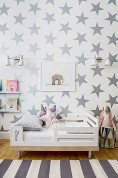 #papelpintado de #estrellas para un #dormitorioinfantil #decoración http://charhadas.com/ideas/37516-papeles-pintado-de-estrellas-para-el-dormitorio-infantil
