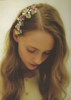 retro side part with flowers