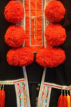 File:Woman's garment with pom-poms, view 2, Dao (Thanh phan) - Vietnam Museum of Ethnology - Hanoi, Vietnam - DSC03002.JPG