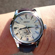 PuristSPro - Took them yesterday under sunlight I somehow have the feeling this model is kind of under-rated in here. Everyone is talking about the 253, the Snowflakes