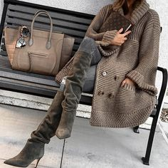 30 different cozy, warm and fuzzy fall & winter outfits to inspire your fall and winter glam. From boots to knitted sweaters there's something for everyone. Look Fashion, Winter Fashion, Womens Fashion, Fashion Trends, Parisian Fashion, Bohemian Fashion, Fashion Fashion, Retro Fashion, Fashion Dresses