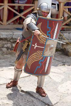 2eb503e4e83547a5d31fe0ec93835da3--roman-armor-arm-armor.jpg (736×1103)