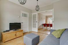 Jaren30woningen.nl | Interieur van een jaren 30 woning met kamer en suite deuren en paneeldeur