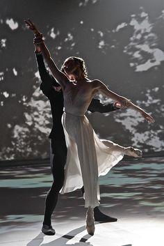 Olga Smirnova and Vladislav Lantratov (Bolshoi Ballet) Beautiful! Shall We Dance, Lets Dance, Bolshoi Ballet, Ballet Dancers, Ballerinas, Ballet Art, Dance Like No One Is Watching, Dance Movement, Royal Ballet