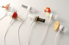 Cute Earbuds: adorable. I wish I knew where they were from.