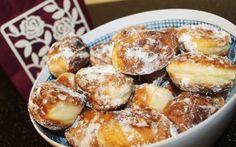 Retete Culinare - Gogosi cu smantana Focaccia Bread Recipe, Bread Recipes, No Cook Desserts, Dessert Recipes, My Favorite Food, Favorite Recipes, Russian Desserts, Romanian Food, Romanian Recipes