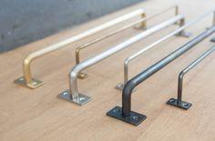 【欲張りなタオル掛け】¥3,000〜 長さをオーダーできるハンガーバーです。素材は鉄、真鍮、ステンレスの3種類。タオル掛けや小物掛けに、空間に応じて長さと素材を選べます。