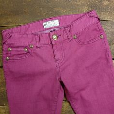 Free People Pink Stretchy Skinny Jeans Ankle Zips Free People magenta, stretchy, skinny jeans with gold ankle zippers on sides. Size 25.  78% cotton / 20% polyester / 2% spandex Sooooo cute!! Free People Pants