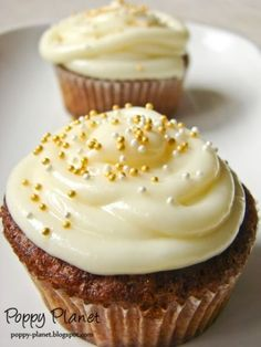 Muffins cu banane, ciocolata alba si frosting de branza, Rețetă Petitchef Good Food, Yummy Food, Romanian Food, Cake Videos, Food Cakes, Something Sweet, Cake Recipes, Sweet Tooth, Deserts