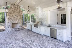 Outdoor kitchens are the perfect way to enhance patios, yards and outdoor spaces. They are responsible for bringing friends and family together in a communal setting while acting as the ideal cooking spot. Most homeowners also consider paradise outdoor. Outdoor Areas, Outdoor Rooms, Outdoor Decor, Outdoor Patios, Outdoor Furniture, Outdoor Lighting, Brick Patios, Brick Porch, Outdoor Kitchen Design