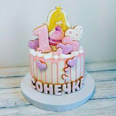 Привет, девочки! Давно не появлялась я тут со своими тортами. Покажу некоторые свои работы за последнее время.