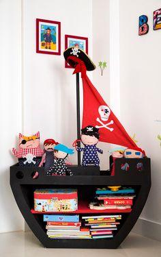 Mobili per bambini – Recycled Furnitures Ideas Retro Furniture Makeover, Funky Furniture, Barbie Furniture, Kids Furniture, Furniture Layout, Furniture Arrangement, White Furniture, Repurposed Furniture, Garden Furniture