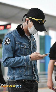 160903  @xxxibgdrgn at incheon airport off to macau (China)  Cr: on pic  #GD #GDragon #BIGBANG  #KWONJIYONG  #jiyong #지드래곤 #지용 #vip #seungri #Taeyang #choiseunghyun  #kpop #daesung  #bigbangvip #권지용 #topi  #kangdeasung #seungriseyo #빅뱅  #gtop  #dlite  #sol #vi #xxxibgdrgn  #yb #gdyb #bigbanggd #bigbangtop #지디 #탑