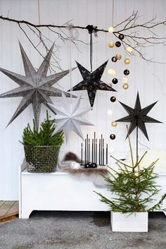 Black and gray inspired Christmas decorations. A little DIY of your own decorations is not that hard to do; with a bit of help from wires and gifts wrappers you can recreate your very own Christmas decor.