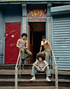 """Three boys at the front door, New York by photographer Evelyn Hofer Included in her book """"New York Proclaimed"""". Photo via Retro Photography, Editorial Photography, Street Photography, Travel Photography, Social Photography, Portrait Editorial, Colour Photography, Photography Magazine, Photography Ideas"""