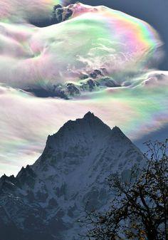Himalaya - ice crystal rainbow
