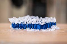 Ein klassisches blaues Strumpfband darf bei einer blauen Hochzeit natürlich nicht fehlen. Blue Wedding, Crown, Jewelry, Fashion, Classic, Mariage, Jewellery Making, Moda, Jewelery