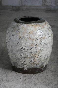 Lee Kang Hyo... @ivannairem .. https://tr.pinterest.com/ivannairem/ceramics-pottery-ll/