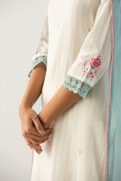 Simple Kurti Designs, Kurti Neck Designs, Kurta Designs Women, Kurti Designs Party Wear, Sleeve Designs, Embroidery On Kurtis, Kurti Embroidery Design, Embroidery Neck Designs, Embroidery Dress