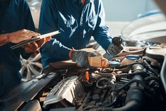 Professional Oil Change Services for Car Models like Honda, Toyota Car Oil Change, Castrol Oil, Toyota, Mechanical Workshop, Mechanic Shop, Oil Service, Windshield Washer, Car Repair Service, Oil Shop