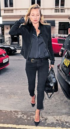 Kate Moss' signature black-on-black look can be easily adjusted to spring with a pair of cropped jeans, pointed-toe pumps, and a silky button-down shirt. What Wear On Moss: Saint Laurent blazer. Fashion Mode, Look Fashion, Spring Fashion, Milan Fashion, Fashion Outfits, Mode Style, Style Me, Girl Style, Stil Inspiration