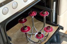 Mit Wachs überzogenen Kerzenständer ins Backrohr stellen #News #Wohnen