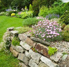 Glenn Hillman, a young garden designer, his family home in Litchfield Connecticut... Garden Edging, Garden Borders, Terrace Garden, Water Garden, Garden Walls, Lawn Edging, Formal Gardens, Outdoor Gardens, Rock Wall Gardens
