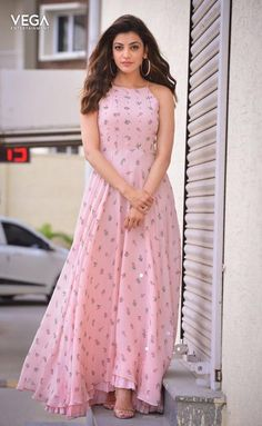kajal agarwal in kurti crafts - Photography Indian Designer Outfits, Indian Outfits, Designer Dresses, Stylish Dresses, Casual Dresses, Fashion Dresses, Maxi Dresses, Indian Gowns Dresses, Dress Indian Style