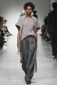http://www.vogue.com/fashion-shows/fall-2017-ready-to-wear/casely-hayford/slideshow/collection