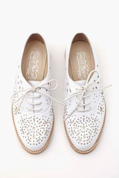 Celebrities who wear, use, or own Jeffrey Campbell Danica Oxfords. Also discover the movies, TV shows, and events associated with Jeffrey Campbell Danica Oxfords. Shoe Boots, Shoes Heels, Pumps, Shoe Bag, Louboutin Shoes, Vans Shoes, Shoes Sneakers, Cute Shoes, Me Too Shoes