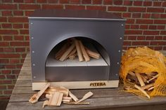 Diy Pizza Oven, Pizza Oven Outdoor, Pizza Ovens, Wooden Wall Panels, Wooden Walls, Wood Burning Oven, Four A Pizza, Wood Oven, Baking Stone