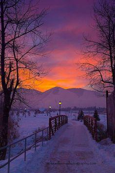 🇺🇸 Winter sunrise (Missoula, Montana) by Mike Williams Photography ❄️🌅 Beautiful Sunset, Beautiful World, Beautiful Places, Beautiful Sites, Winter Sunset, Winter Scenery, Winter Pictures, Nature Pictures, Landscape Photography