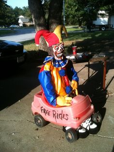 We can also place this somewhere on the lawn Another clown car option. Name: Views: 337 Size: KB Halloween Camping, Halloween Clown, Gruseliger Clown, Halloween Karneval, Hallowen Costume, Creepy Clown, Halloween Haunted Houses, Outdoor Halloween, Holidays Halloween