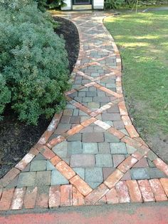 Mounting a Block or Paver Walkway – Outdoor Patio Decor Concrete Path, Brick Pathway, Paver Walkway, Diy Paver, Paver Sand, Paver Edging, Paver Stones, Landscaping On A Hill, Landscaping Ideas