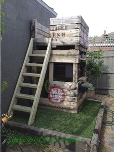 Is That a Pallet Swimming Pool? 24 DIY Pallet Outdoor Furniture Creations and Big Builds: A kids fort (made out of apple crates) Wooden Pallet Crafts, Diy Pallet Projects, Garden Projects, Pallet Ideas, Pallet Diy Easy, Crate Ideas, Backyard Projects, Wooden Decor, House Projects