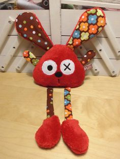 Doudou lapin rouge marron                                                                                                                                                                                 Plus