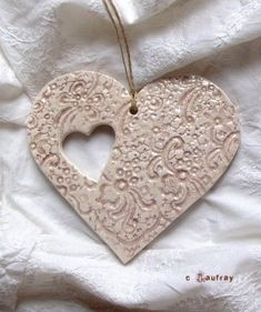 Decorative hearts to hang - Painting and Pottery - Life in a workshop - - Ceramic Pendant, Ceramic Jewelry, Ceramic Clay, Polymer Clay Jewelry, Motif Art Deco, Homemade Clay, Christmas Clay, Dough Ornaments, Christmas Crafts