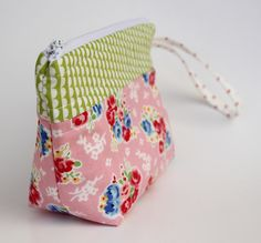 zippered pouch (part two-adding a bottom) ... read the tips, so much to learn .... ihavetosay