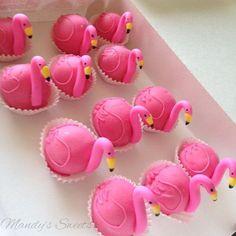 Flamingo Cake Pops or petifours Flamingo Cupcakes, Pink Flamingo Party, Flamingo Birthday, Pink Flamingos, Mini Cakes, Cupcake Cakes, Hawaian Party, Cake Ball, Luau Party